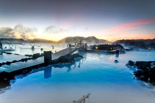 Ett måste på Island: Ett dopp i The blue Lagoon.