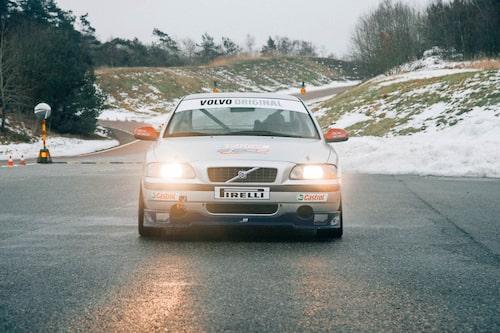 """Volvo S60 Challenge ingick i STCC-cirkusen som supporterklass. Vi hittade bil """"#26 """"som aldrig tävlingskörts!"""