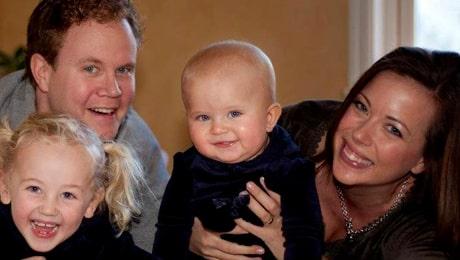 Beata tillsammans med sin familj; maken Victor och barnen Teodora, 6, och Eloise, 1,5.