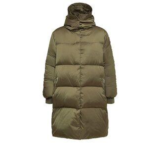 Så stylar du en varm och snygg look med vinterjackan (con