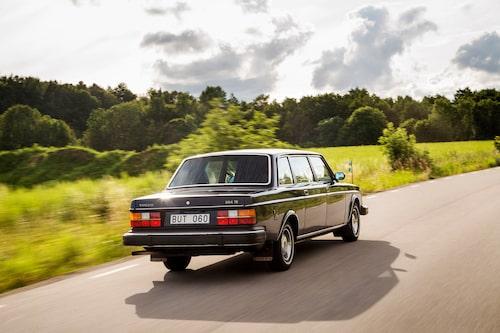 Volvo 264 TE är sedan länge tagen ur tjänst och får inte medverka i några statsbesök längre. Men hållningen består och än kan den flagga stolt.