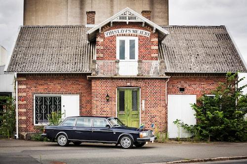 Vinslövs mejeri har sett bättre dagar och verksamheten stannade upp för många år sedan. Mejeriet blev dock rikskänt då man som sista svenska mejeri producerade mjölk på flaska.