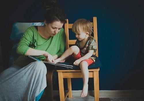 Prata och läs mycket tillsammans, det är bra för språkutvecklingen.