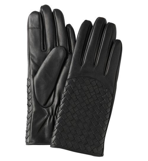 Den flätade ovansidan ger handskarna det lilla extra. Skinnhandskar, 499 kr, Stockh lm/MQ MARQET.
