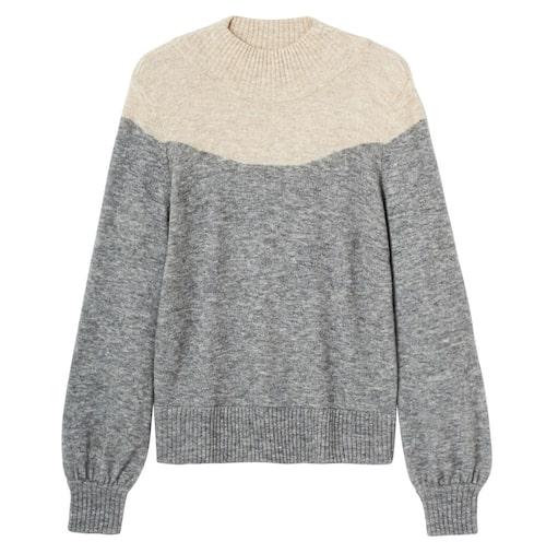 Stiltips! Bär tröjan över klänningen, det ger en snygg stilmix som funkar fint till vardags. Tröja i merino- och alpackablandning, stl XS–XL, 799 kr, Stockh lm/MQ MARQET.