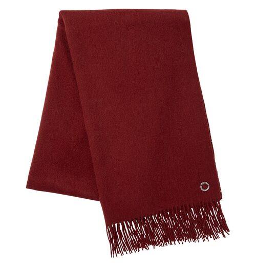 Stiltips! Välj olika färger på kappa och vinteraccessoarerna. En rosa kappa med vinröd halsduk ger fler stilpoäng. Vinröd ullhalsduk, 499 kr, Stockh lm/MQ MARQET.