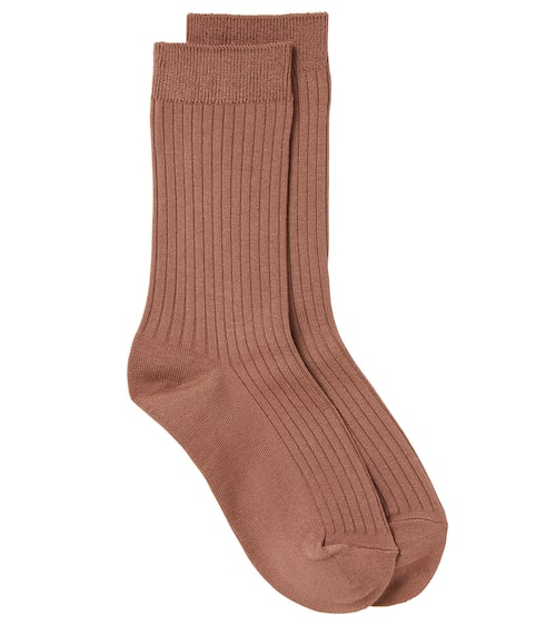 Stiltips! Tänk strumporna som en accessoar – de får gärna sticka ut. Strumpor (finns i flera färger), 59 kr, Stockh lm/MQ MARQET.