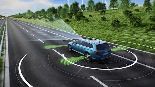 Fler och mer utvecklade säkerhets- och förarassisterande i Passat facelift som är semiautonom.