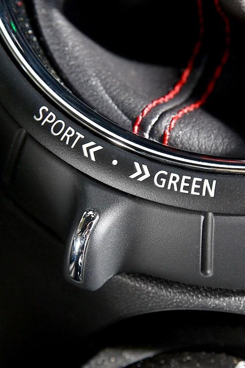 Med ett stort vred kan man välja mellan tre körlägen – Sport, Medium och Green.