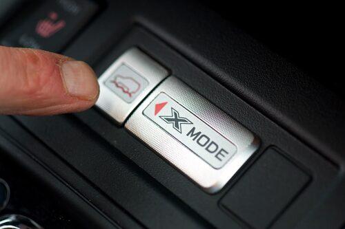X-Mode är en terrängkörningshjälp. Finns bara till Lineartronic (CVT).