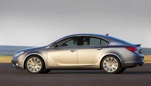 """Insignia är genomtänkt och underhållande att köra. """"Hockeyklubban"""" i dörren är Opels nya kännetecken."""