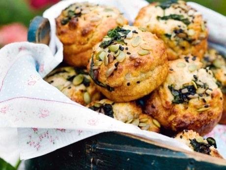 Muffins med bladspenat och solrosfrön