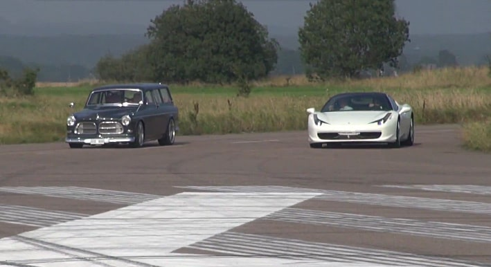 Dragrace: Volvo Amazon Kombi mot Ferrari 458 Italia