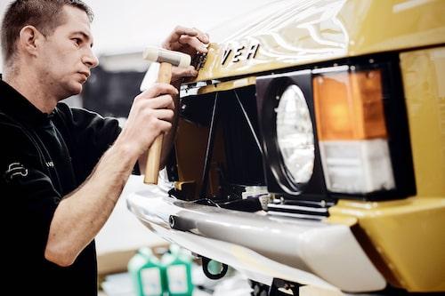Arbetet ska göras tillsammans med kunden, enligt Land Rover Classic. Om det innebär att man som köpare även kommer att behöva skrapa rost framgår dock inte.