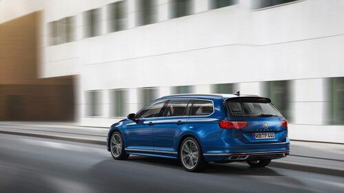 R-Line-versionen av Volkswagen Passat Sportscombi facelift årsmodell 2020.