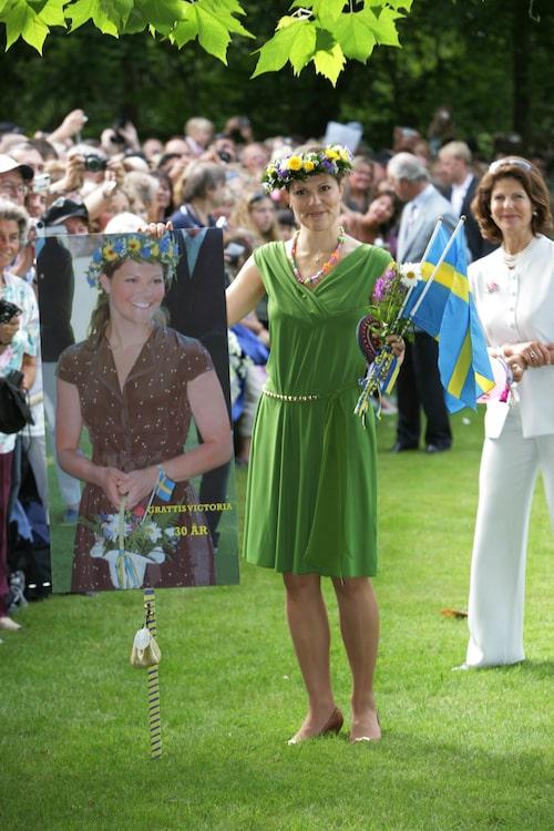 Kronprinsessan i grön klänning.