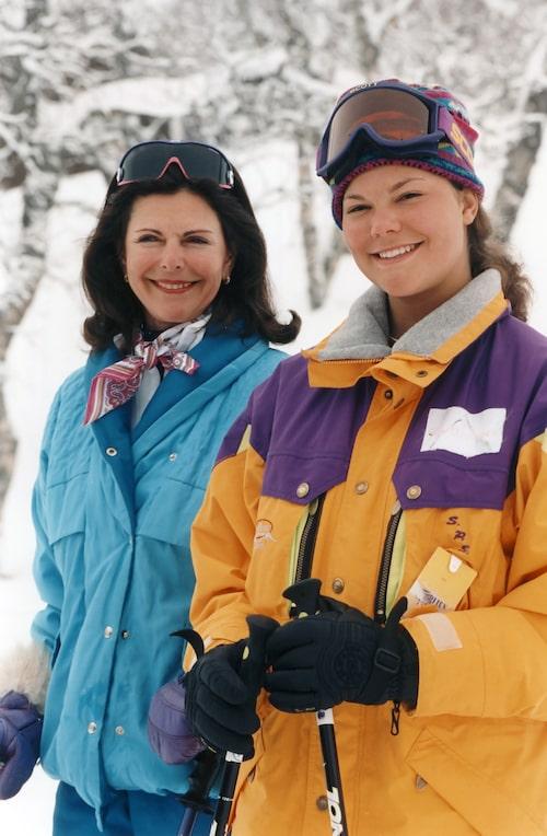 Drottning Silvia och kronprinsessan Victoria i Storlien 1995.