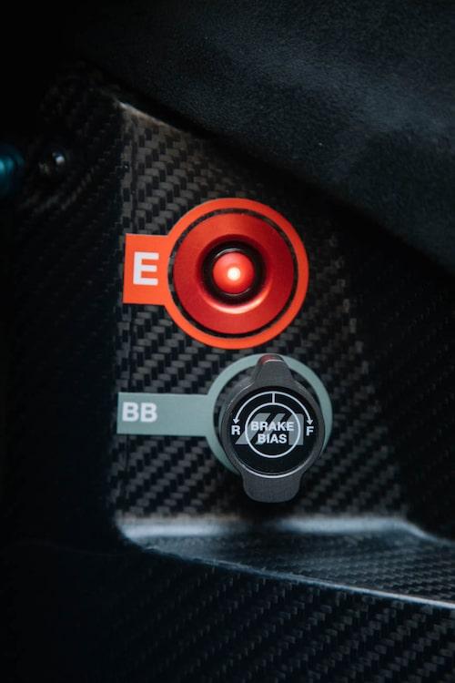 Ställbar bromsvåg för bromsverkan fram/bak gör Mono extra välbalanserad.