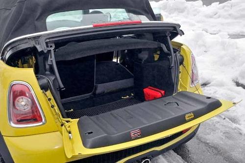 170 liter bagage med taket uppe, 660 med fällt baksäte.