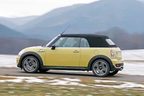BMW räknar med att sälja omkring 100 stycken Mini Cabrio. Lansering hos Mini-handlarna blir det den 28 mars.