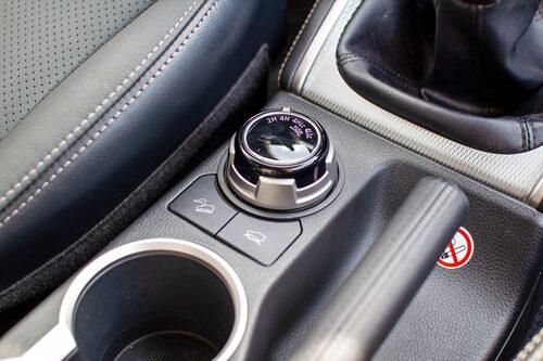 Med detta vred kan du koppla in fyrhjulsdrift, lågväxel och låsa diffar.