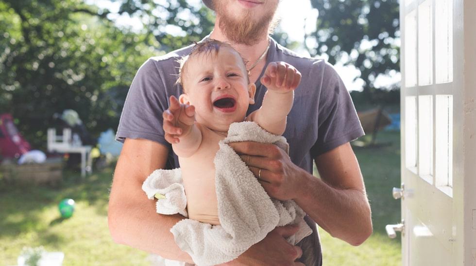 Barn gör sju stora utvecklingssprång under sitt första år, enligt holländska forskare.
