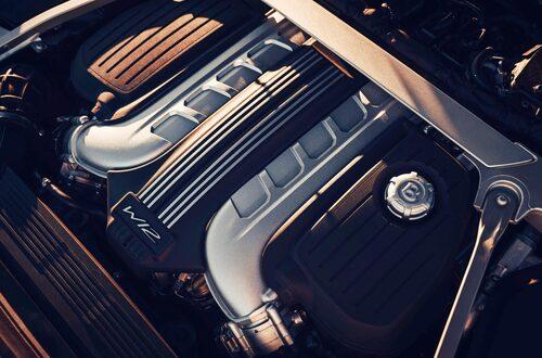 Dubbla VR6-motorer blir till W12. 15-graders VT6-block sitter med 72 graders vinkel i stjärnformation.