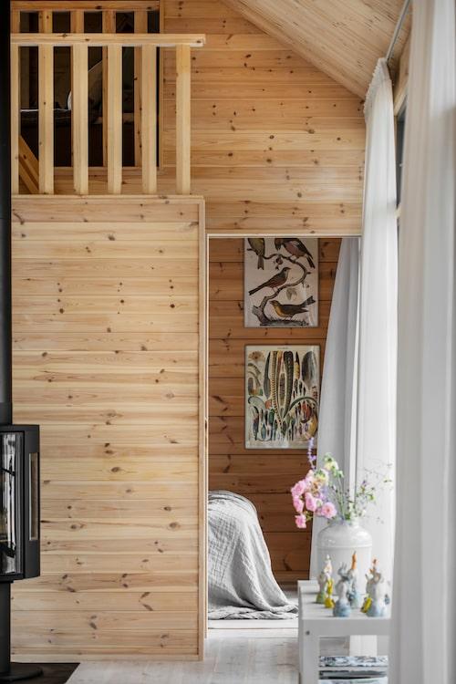 Lillebror Hjalmars loft ligger ovanpå Busters och Luddes rum. På bilden Luddes rum med fågelplanscher.