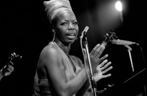 Den extraordinära Nina Simone sköter framträdandet!