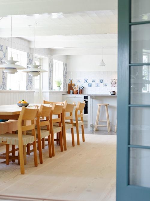 Planlösningen har ändrats för att bland annat ge plats åt ett stort kök där tolv personer får rum runt bordet.
