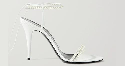 Vita sandaletter för dam sommaren 2021.