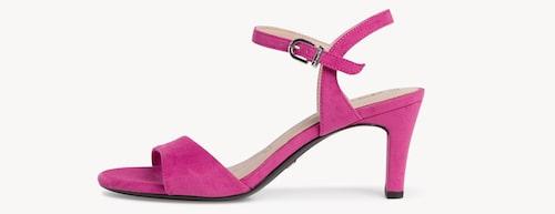 Rosa sandaletter för dam sommaren 2021.