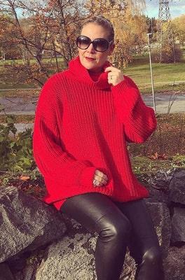Susanne i rött – säsongens stora trendfärg.