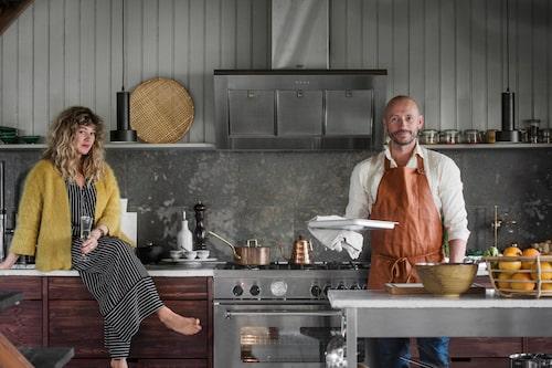 Så här brukar det se ut runt middagstid hemma hos Anna och Lars. Han lagar gärna maten. Är du nyfiken på Norrmans, spana in deras instagramkonto @thenorrmans och facebookkontot The Norrmans.
