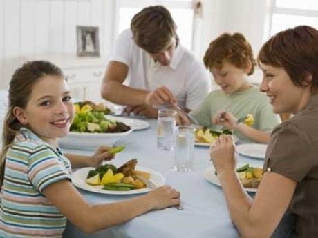 <p>&Auml;t tillsammans med dina barn s&aring; f&aring;r de goda matvanor resten av livet.</p>