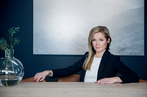 Lisa jobbar som stylist och driver Personal Shopping-avdelningen på NK i Stockholm. Foto: Lina Eidenberg Adamo.