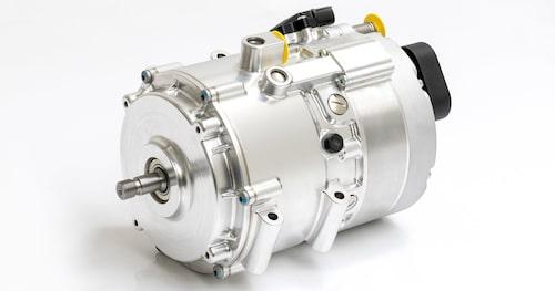 Elmotorn på 30 kW, som är placerad mellan motor och växellåda, är liten och har därmed låg vikt. Det tillhörande batteriet är däremot av okänd storlek.