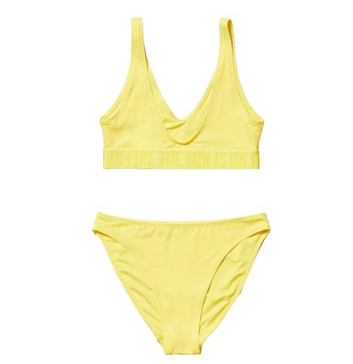 Snygg, gul bikini för dam.