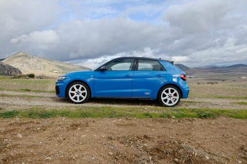 """Små bilar """"får"""" ha roliga färger. Har du någonsin sett en knallblå Audi A6?"""
