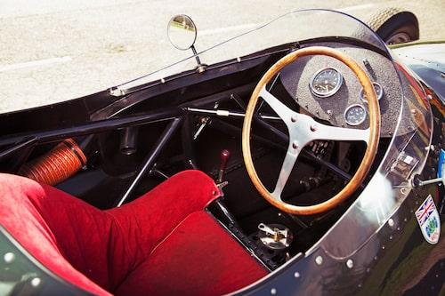 Tur att Linus håller sig i form. Hade han varit lite mer av en soffpotatis hade han haft svårt att klämma ned sig bakom ratten.