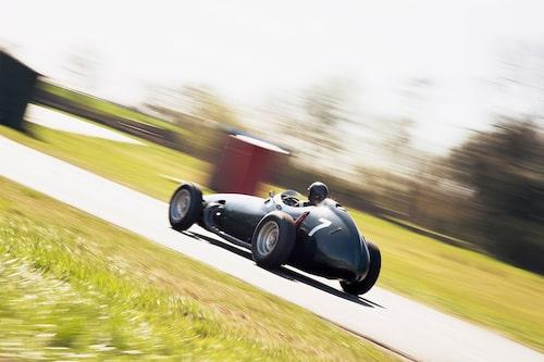 En tur i ett lagom friskt tempo. Linus njöt i fulla drag men varvade aldrig över 6500 r/min. Stort tack till Gary Pearson och Curborough Sprint Track.