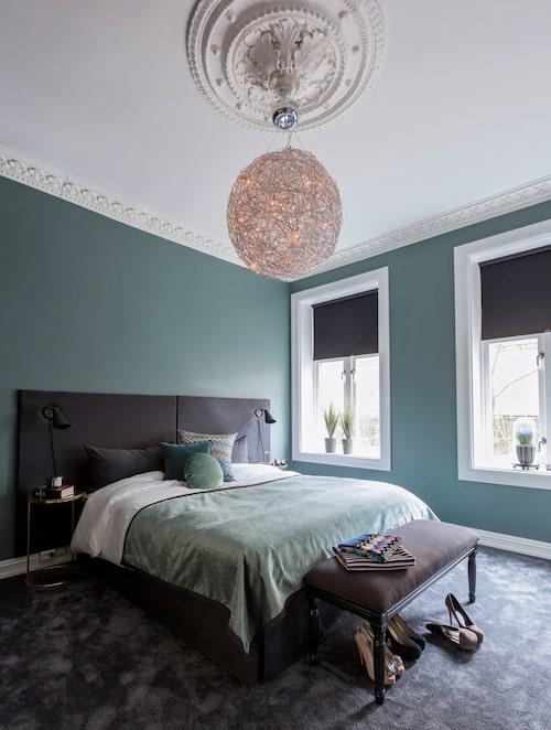 Sov djupt. Lugn och ro, svalt och mörkt – så vill vi ha sovrummet. Hemma hos Pia_Maria och Lars ur Sköna hem 2018.