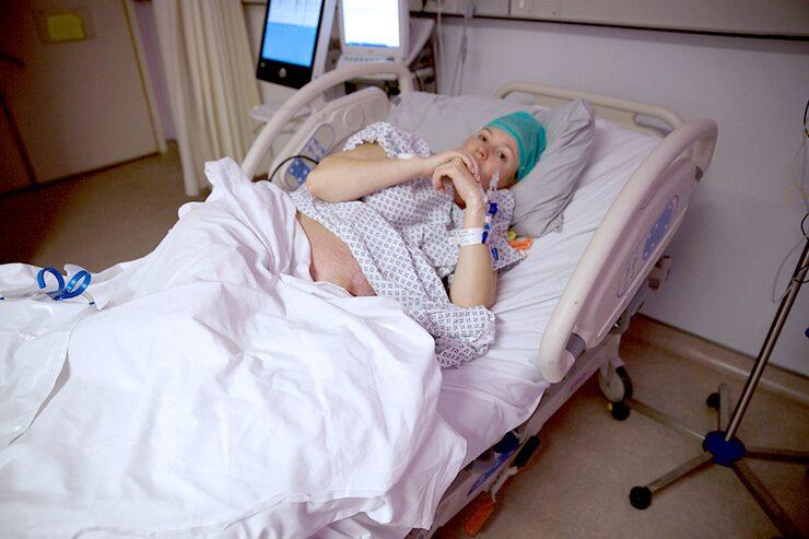 Det blev många smärtsamma timmar på sjukhuset för Tess.