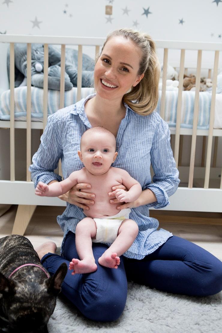 Tess bor och födde barn i London.