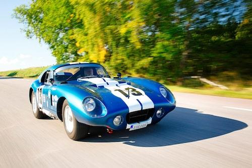Formen plockade inspiration från de europeiska racerbilarna såsom 250 GTO, Aston Martins prototyp-GT DP 214 och Maserati Tipo 151.