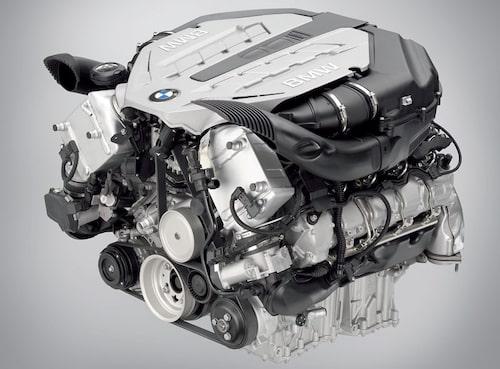 BMW:s kompakta nyutvecklade V8 på 4,4 liter med dubbelturbo.