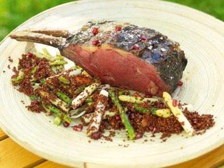 Hel entrecôte med vårsallad och röd quinoa