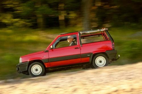 Moretti Panda Rock fanns, liksom ur-Pandan, med fyrhjulsdrift levererat av österrikiska Steyr-Puch. Detta exemplar förlitar sig dock på drivning med framhjulen.