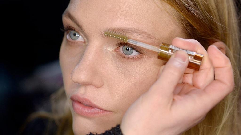 Ögonbrynsserum för glesa ögonbryn – här är bästa ögonbrynsnäringen!