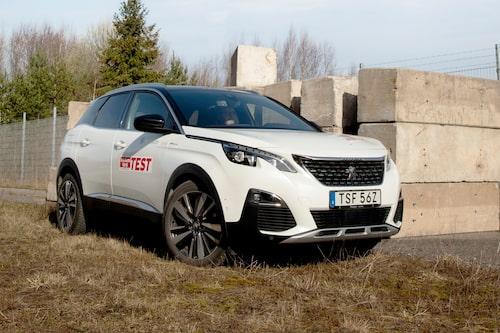Fyrhjulsdrift och hög effekt ska locka laddhybridspekulanter till Peugeot 3008.